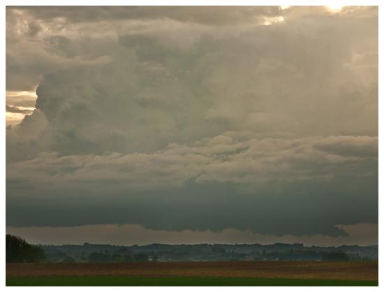 Développement d`un nuage mur sous une cellule convective. Crédit photo : Michael Baillie