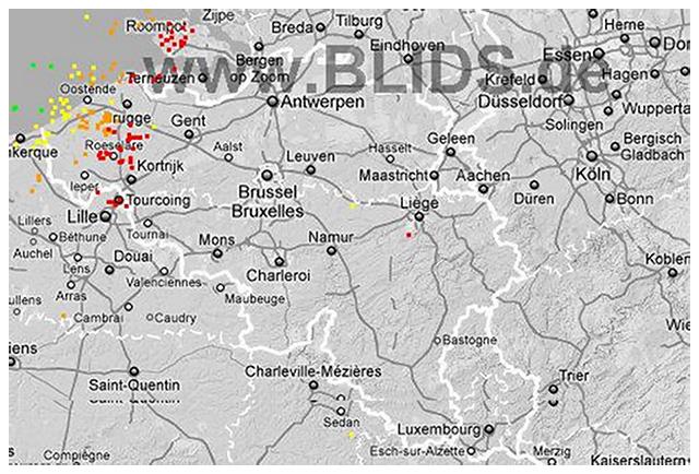 Coups de foudre ayant frappé les provinces de Flandres Occidentale et Orientale durant le milieu de l`offensive orageuse. Source : Blids